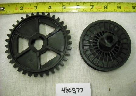 Briggs and Stratton Recoil Pulley and Gear Part# 490877